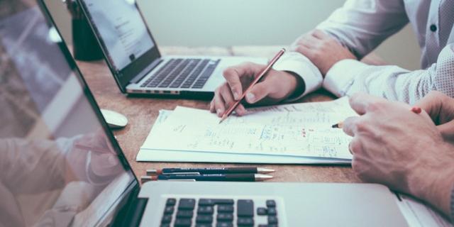 仕事の生産性を向上させるために「やめたこと」【12社まとめ】
